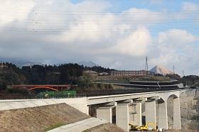 架橋工事中の新阿蘇大橋