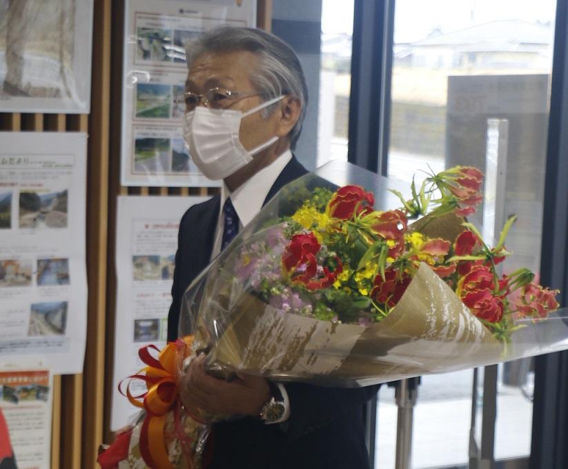 吉良村長初登庁写真