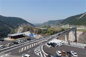 1ヵ月後の新阿蘇大橋の全景