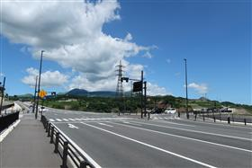 国道57号と新阿蘇大橋交差点